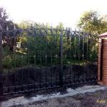 Изготовление и установка забора и распашных ворот с элементами ковки, Косая Гора