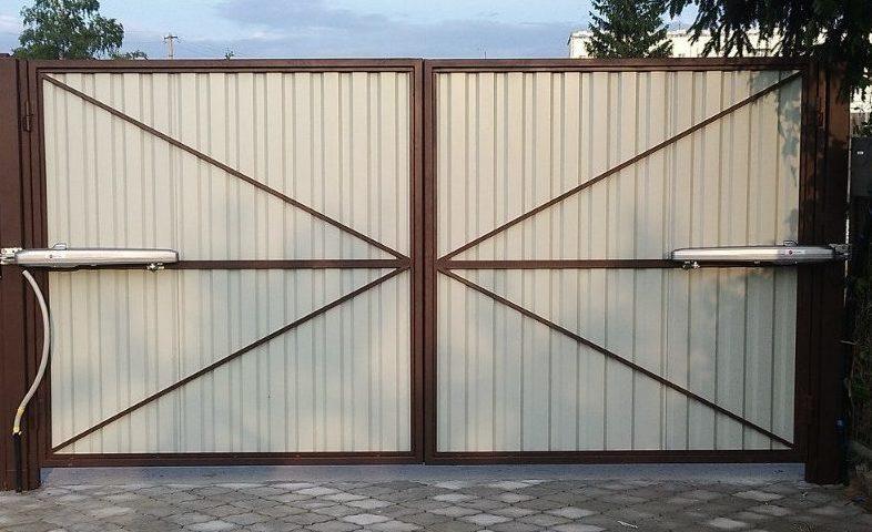 Фото распашных ворот, установленных СК ПРОСТОR